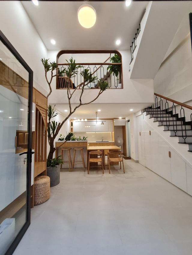 Đôi vợ chồng trẻ xây ngôi nhà nhỏ mà có võ chỉ rộng 30m2 mà như rộng tới 60m2 khiến ai cũng ngỡ ngàng - Ảnh 6.