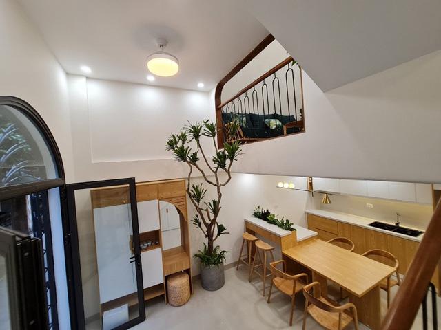 Đôi vợ chồng trẻ xây ngôi nhà nhỏ có võ chỉ rộng 30m2 mà như rộng tới 60m2 khiến ai cũng ngỡ ngàng - Ảnh 14.
