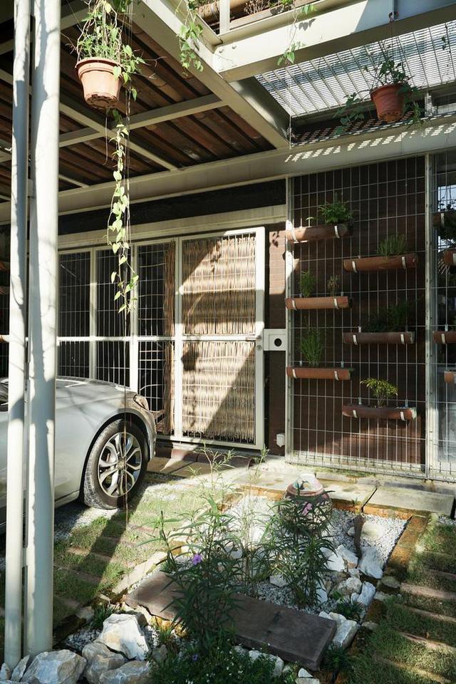 Ngôi nhà được biến tấu bằng vườn treo thay vì mặt tiền - Ảnh 19.