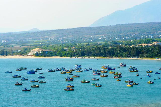 Các nhà đầu tư tìm kiếm cơ hội trên tuyến đường ven biển mới nổi - Ảnh 1.