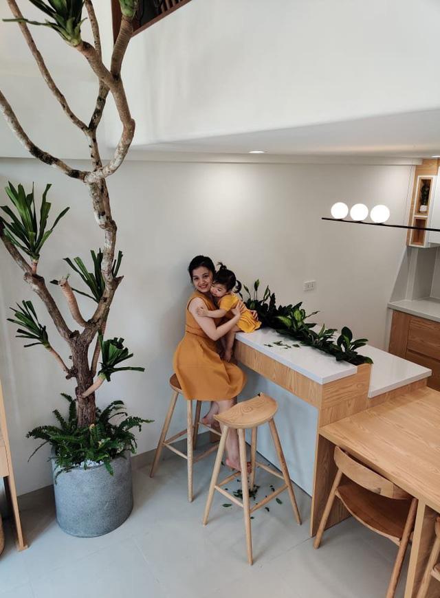 Đôi vợ chồng trẻ xây ngôi nhà nhỏ mà có võ chỉ rộng 30m2 mà như rộng tới 60m2 khiến ai cũng ngỡ ngàng - Ảnh 1.
