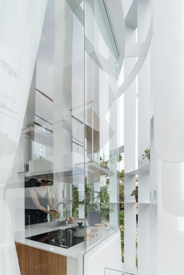 Sử dụng các thanh thép và kính để cải tạo mặt tiền, ngôi nhà 3 tầng được báo Mỹ khen ngợi - Ảnh 5.