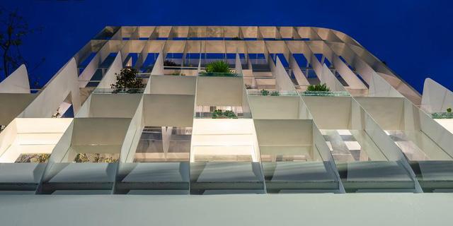 Sử dụng các thanh thép và kính để cải tạo mặt tiền, ngôi nhà 3 tầng được báo Mỹ khen ngợi - Ảnh 3.