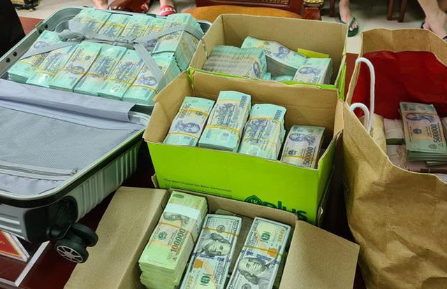 Cận cảnh hàng chục xe sang với số tiền khủng vừa được thu giữ từ một vòng chơi ở Hà Nội - Ảnh 3.