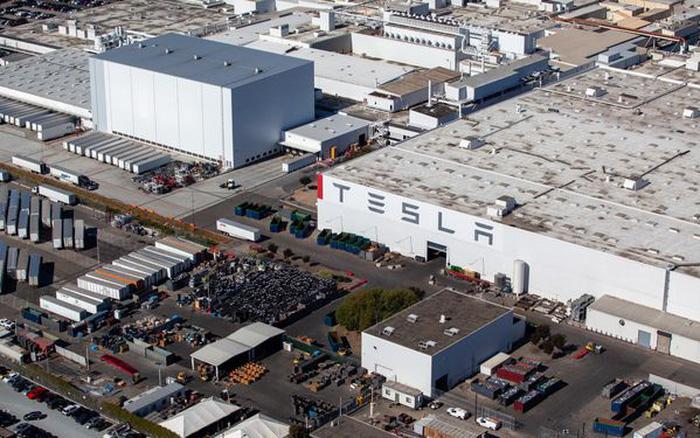 Elon Musk rời khỏi Califorlia