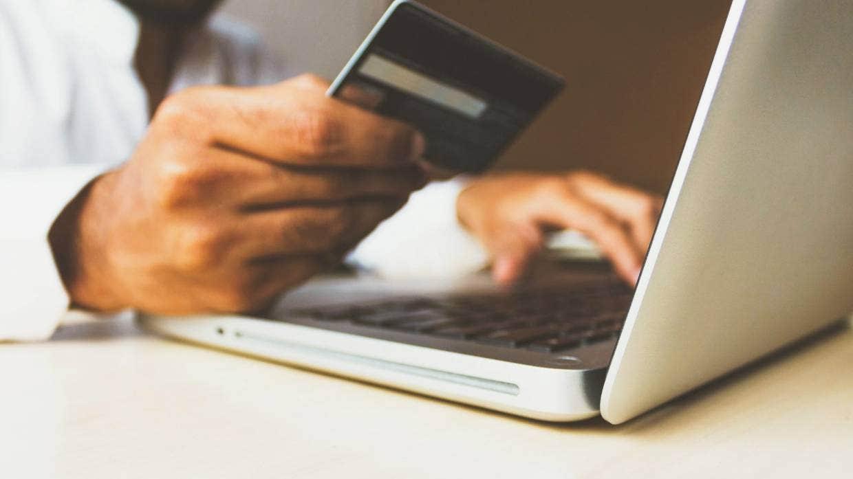 Các công ty thẻ tín dụng đang miễn cưỡng trở thành cơ quan kiểm duyệt nội dung các web  - hình 3