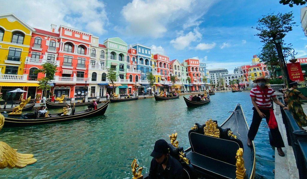 Khởi động lại ngành du lịch, đón du khách quốc tế vào tháng 6/2022